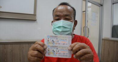 พ่อเฒ่าอุดรฯวัย 70 ปี ซื้อหวยหวังแค่เลขท้าย แต่ดวงเฮงถูกรางวัลที่ 1 รับ 12 ล้าน