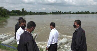 เร่งติดตั้งเครื่องผลักดันน้ำ หลังอ่างลำเชียงไกรวิกฤติ ท่วมหมู่บ้านหนัก